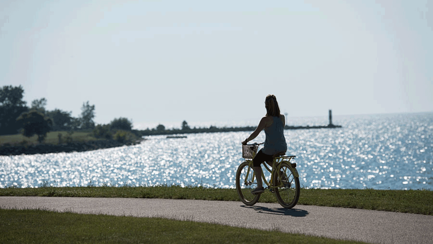 Hearthside Grove Lake Erie - Discover beauty cycling along the shoreline