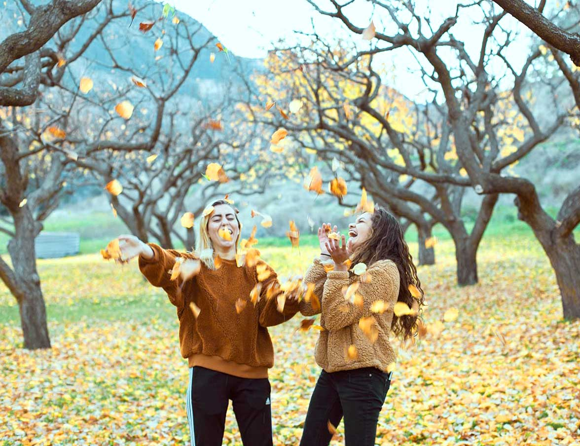 autumn.playing.in.orchard.2